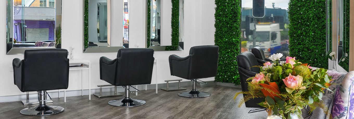 Kelly Elle Salon black chairs and mirrors