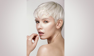 blonde short hair style cutting for women